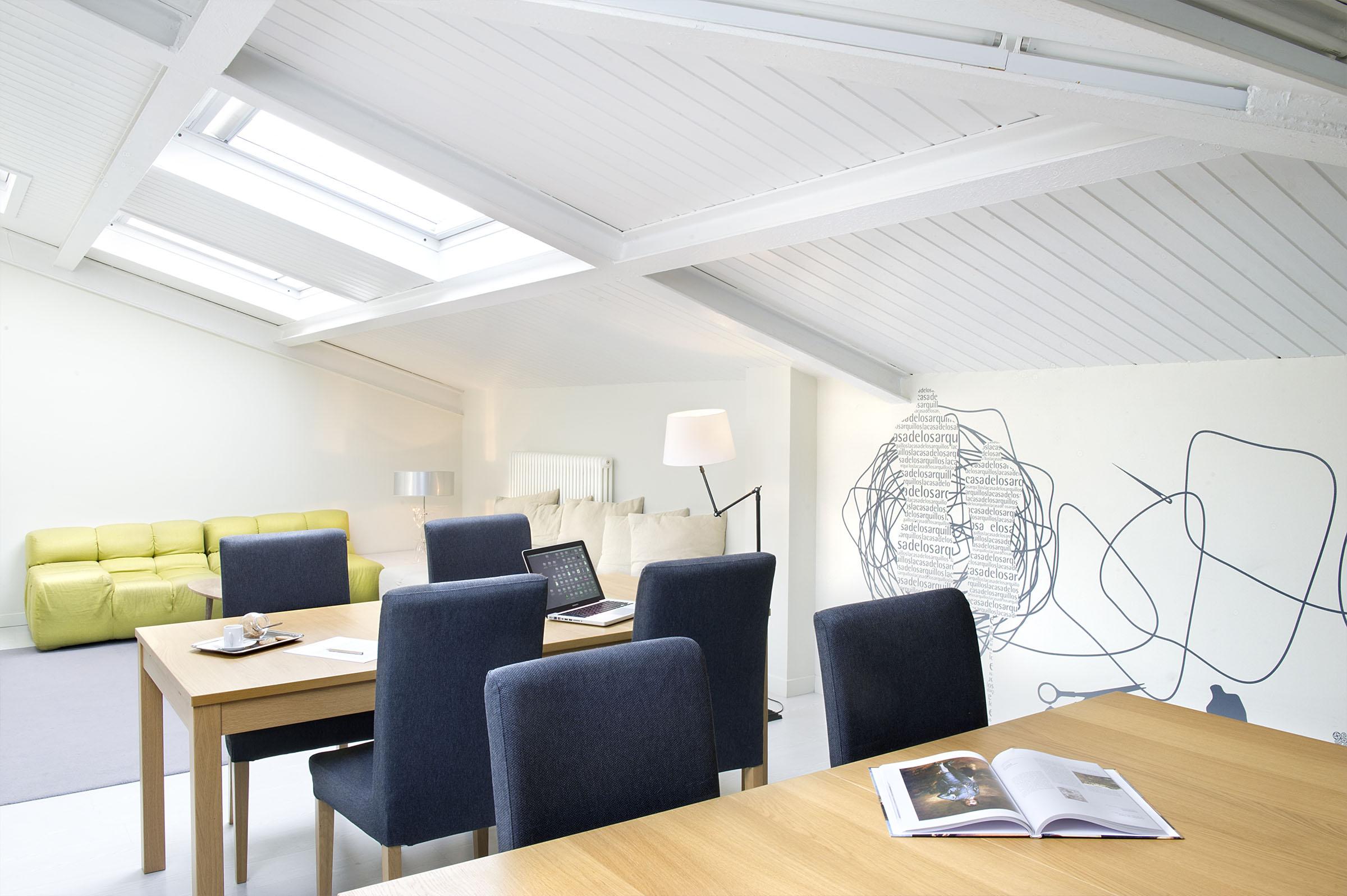 Espacio de trabajo y reunión 4